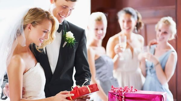 How to Pick a Wedding Gift That Will Stand out from the Crowd