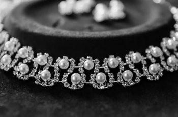 Why women love to wear diamonds?
