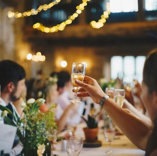 4 Ways to Entertain Your Wedding Reception Guests