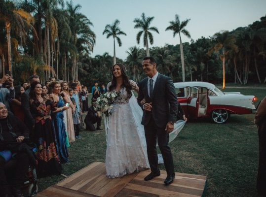 5 Things to Include in Your Tropical Wedding Plans